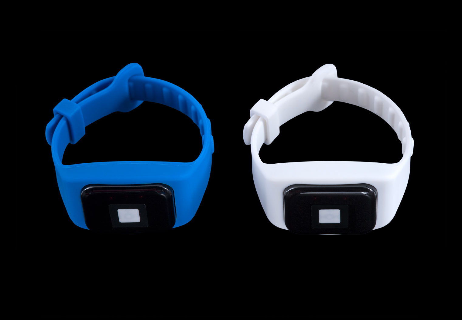 Clearview_Mini_wrist_white-blue-fastened